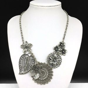 Premier Designs Layered Flower Leaves Statement Necklace Floral Leaf Silver Tone